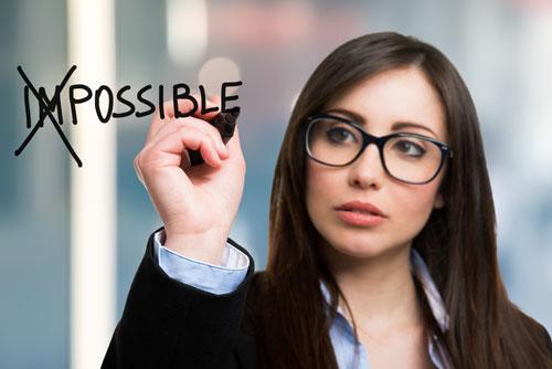 Yes ! Dame contente d'avoir réussi - Leclère & Consultants, spéciliste en ressources humaines, recrutement & selection, executive search, développement de carrière, coaching & formation, outplacement, RH outsourcing